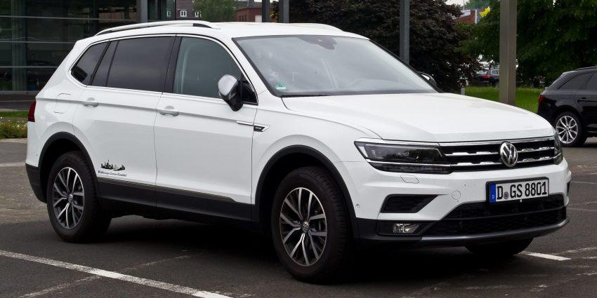 Weißer VW Tiguan Allspace Seitenansicht