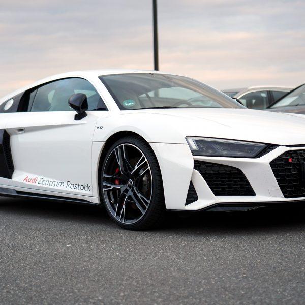Weisser Audi R8 V10 Performance