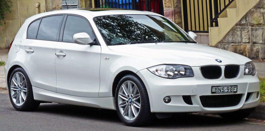 Weisser BMW 1er Frontansicht E87