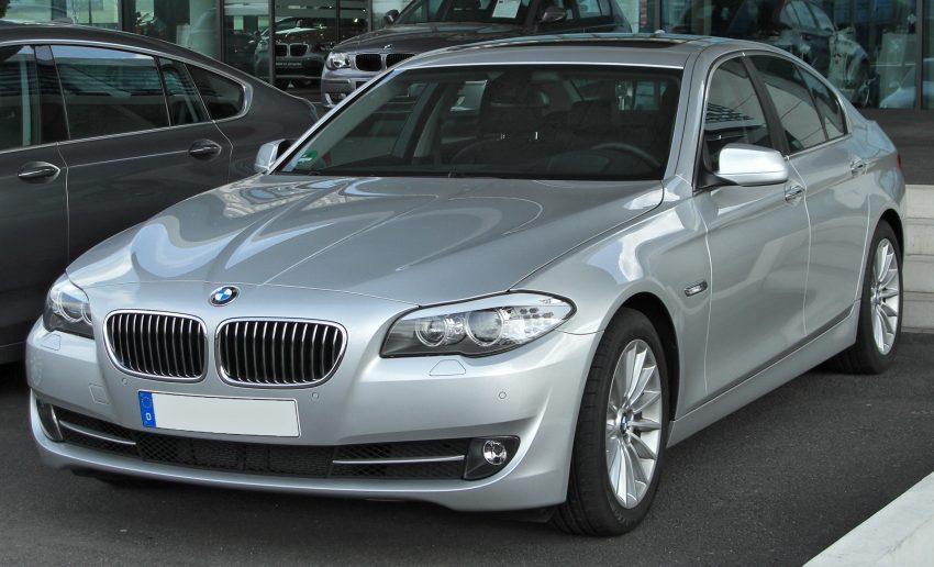 Grauer BMW 5er F10 Frontansicht