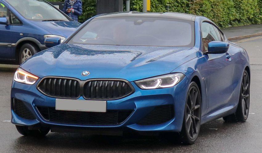 Blauer 8er BMW (840d)
