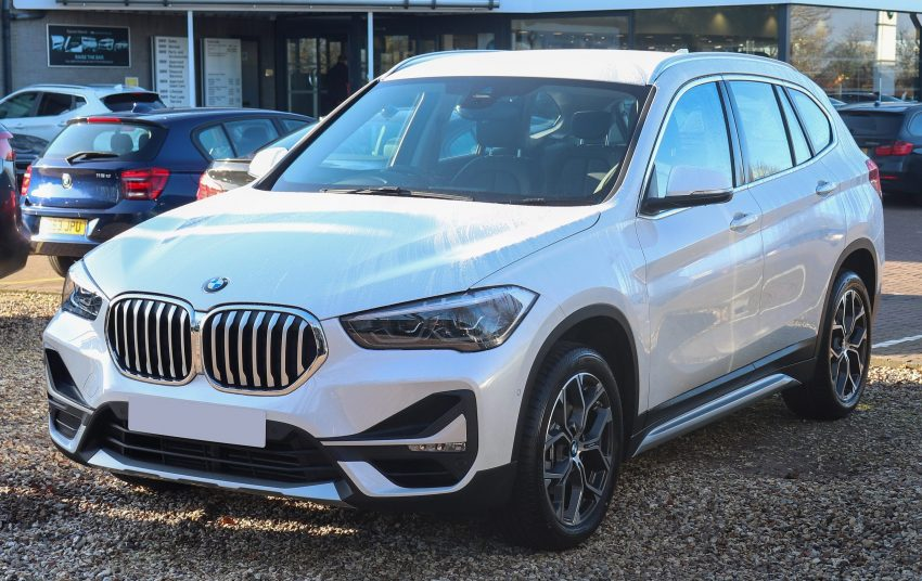 BMW X1 sDrive18i weiss Frontansicht