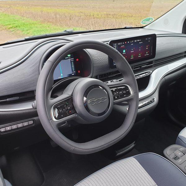 Fiat Innenraum mit Navi Display