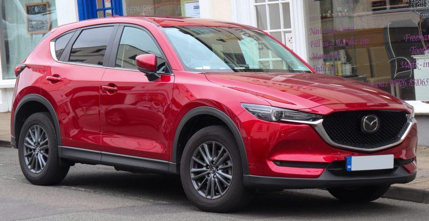 Seitenansicht eines roten Mazda CX-5