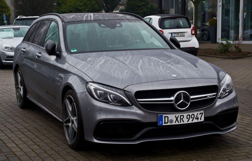 Silberne Mercedes C Klasse Typ 205