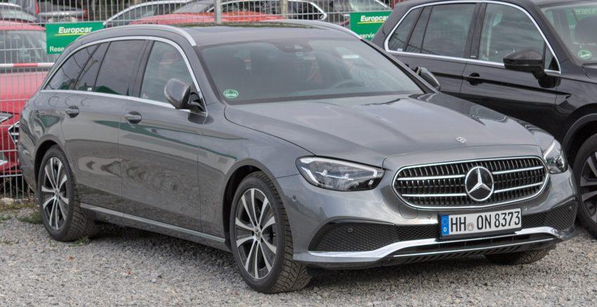 Graue Mercedes E Klasse S213 Frontansicht