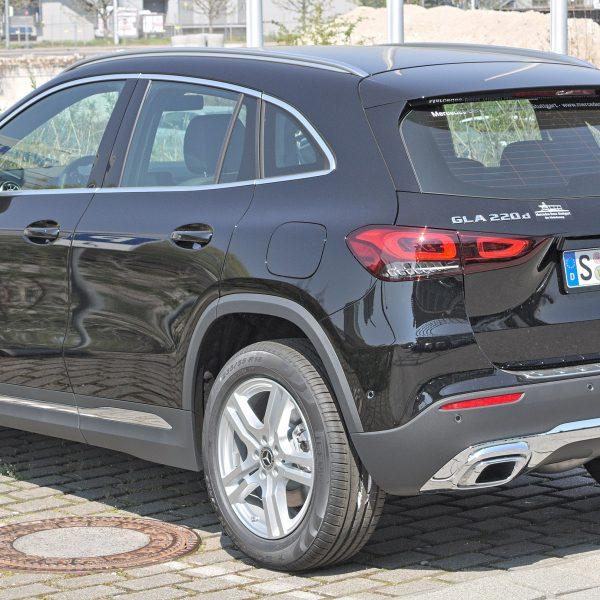 Mercedes GLA H247 schwarz