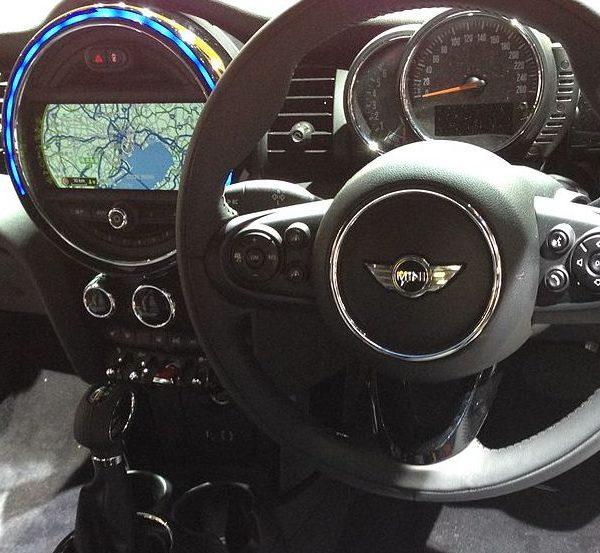 Mini Cooper Navi Display Innenraum