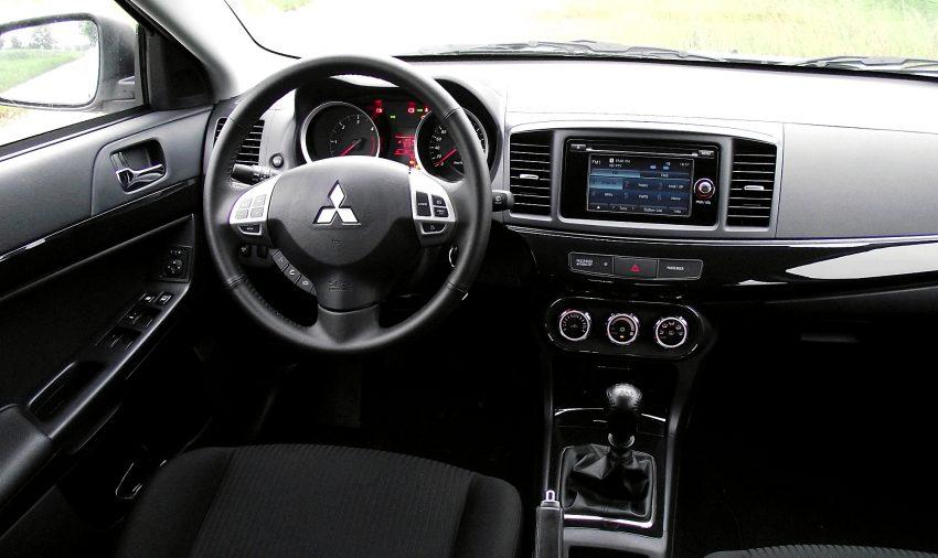 Mitsubishi Cockpit mit Navi