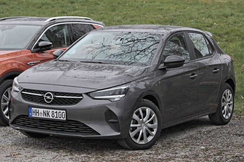 Grauer Opel Corsa F Frontansicht