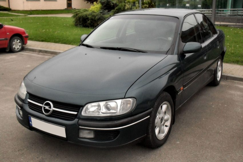 Opel Omega B schwarz