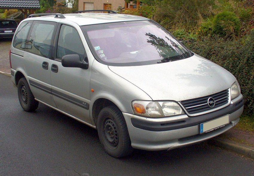 Grauer Opel Sintra 2.2