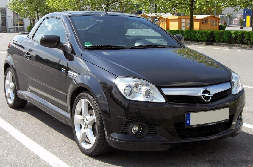 Schwarzer Opel Tigra TwinTop