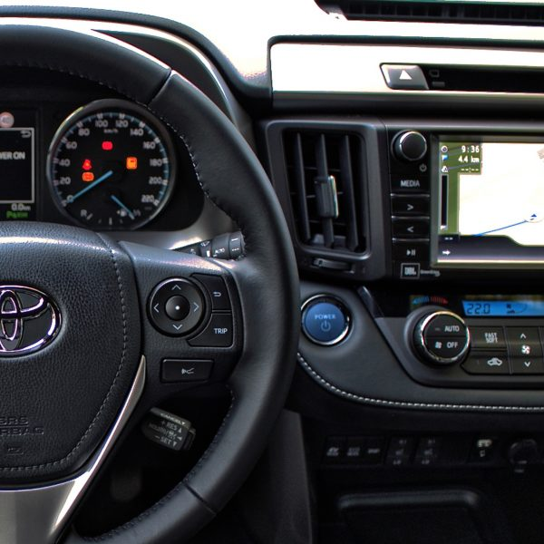 Toyota Innenraum mit Navi Display