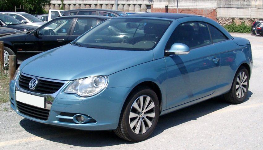 Blauer VW Eos