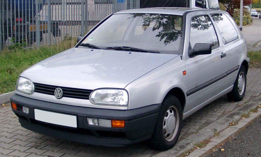 Silberner VW Golf 3