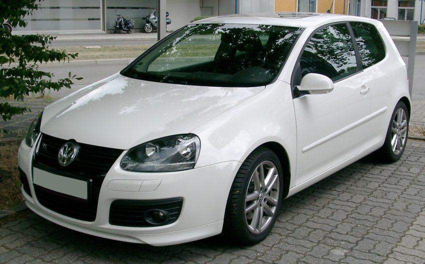 Weisser VW Golf 5 GT Frontansicht