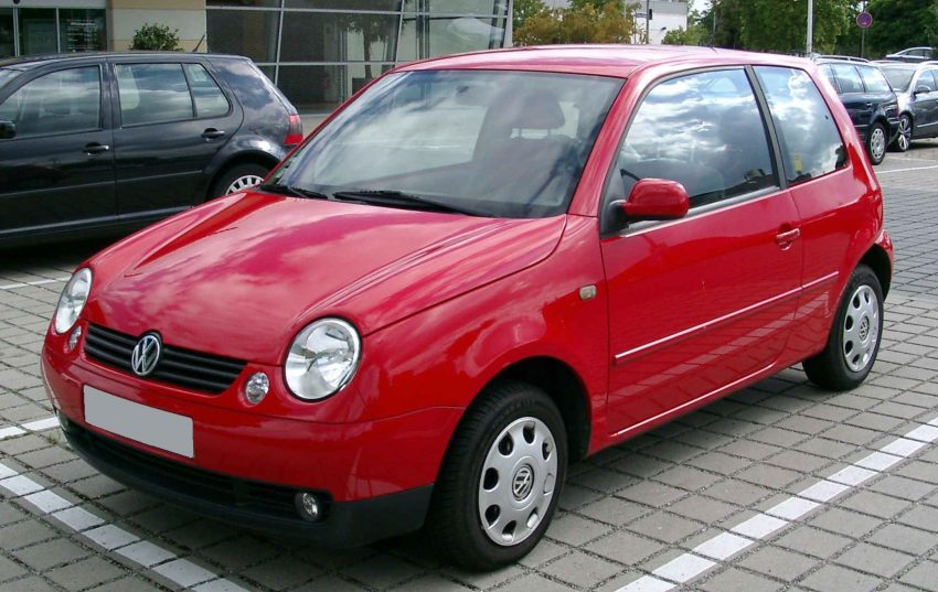 Roter VW Lupo Frontansicht