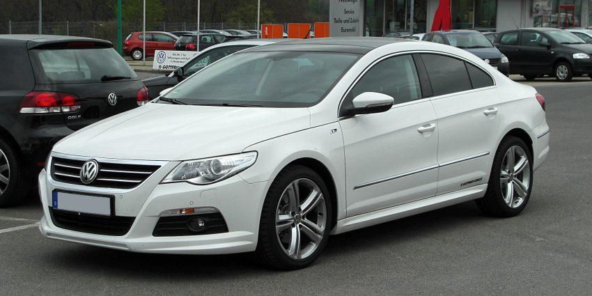 Weißer VW Passat CC