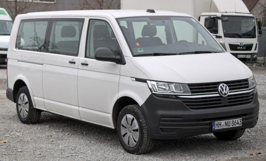 Weisser VW Transporter T6.1 Frontansicht