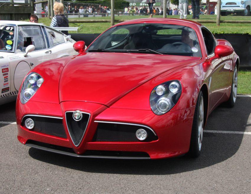 Roter Alfa Romeo 8C Competizione