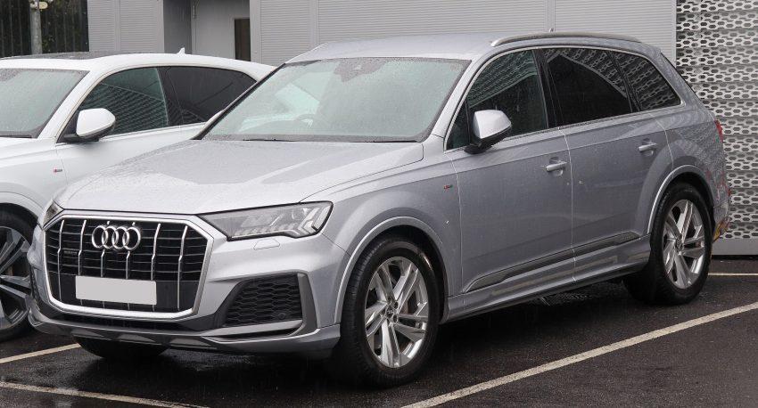 Grauer Audi Q7 Facelift Seitenansicht