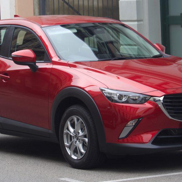 Frontansicht eines roten Mazda CX-3