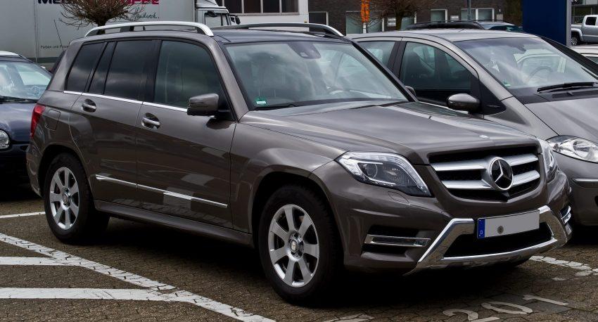 Seitenansicht eines anthraziten Mercedes GLK