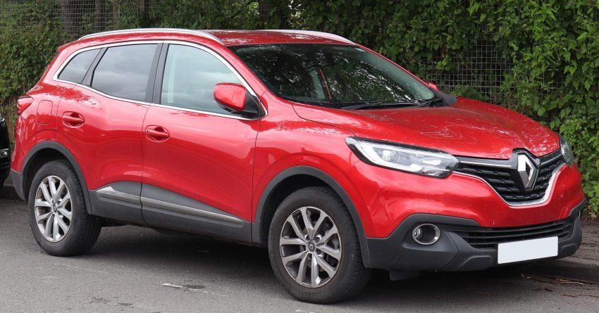 Roter Renault Kadjar in der Seitenansicht