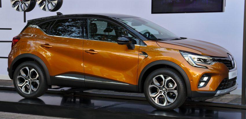 Seitenansicht eines orangenen Renault Captur