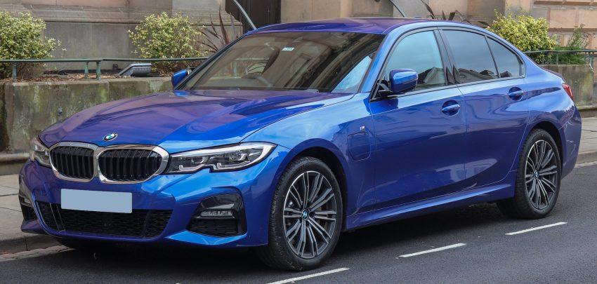 Blauer BMW 3er 330e M Sport