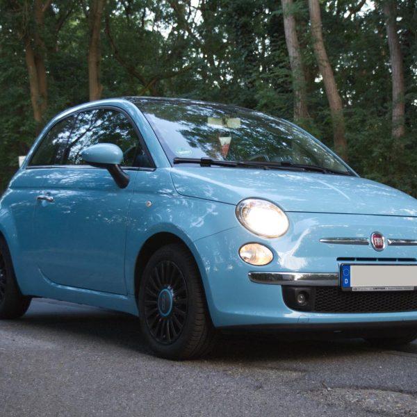Fiat 500 blau Seitenansicht