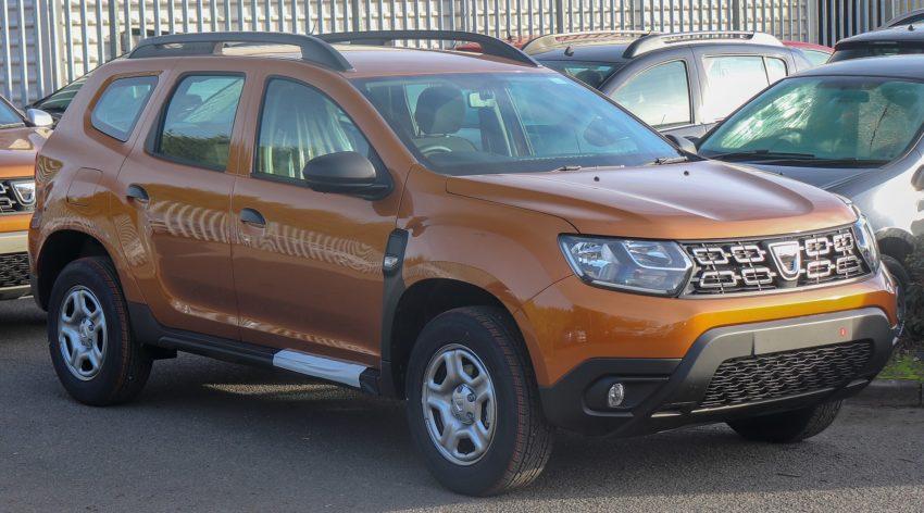 Frontansicht eines orangenen Dacia Duster 2