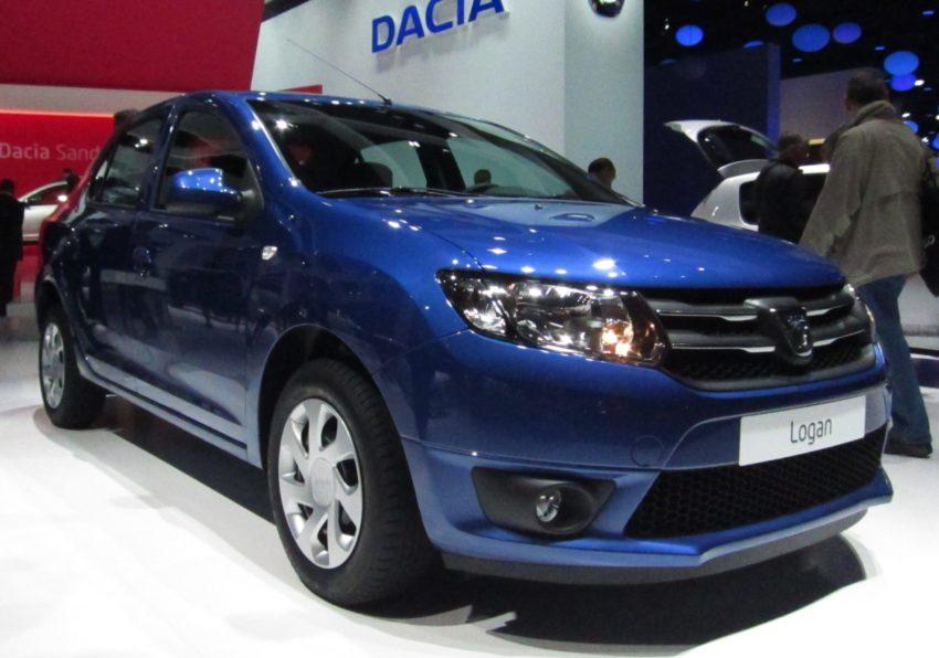 Frontansicht eines blauen Dacia Logan 2