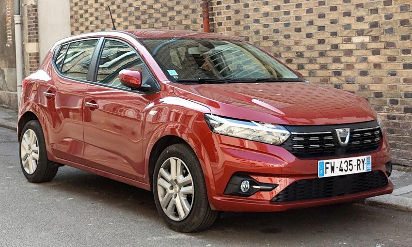 Frontansicht eines roten Dacia Sandero 3