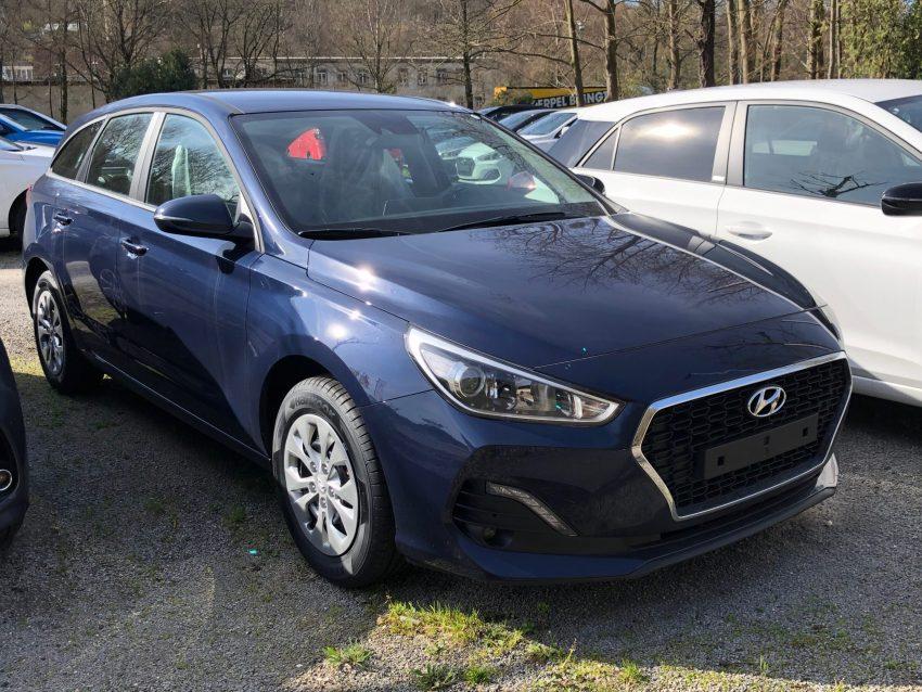 Hyundai i30 blau Frontansicht