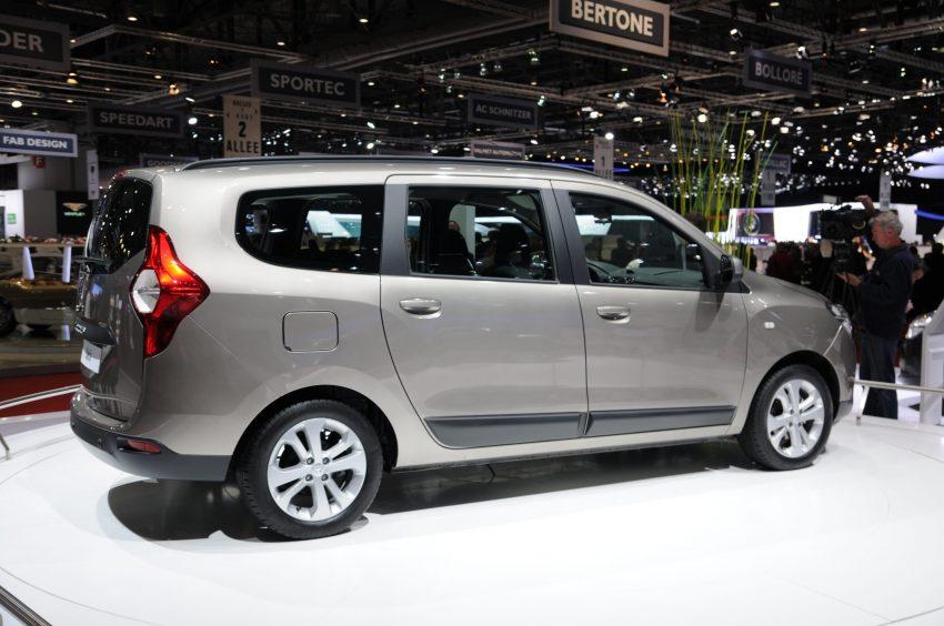 Seitenansicht eines anthrazitfarbenen Dacia Lodgy