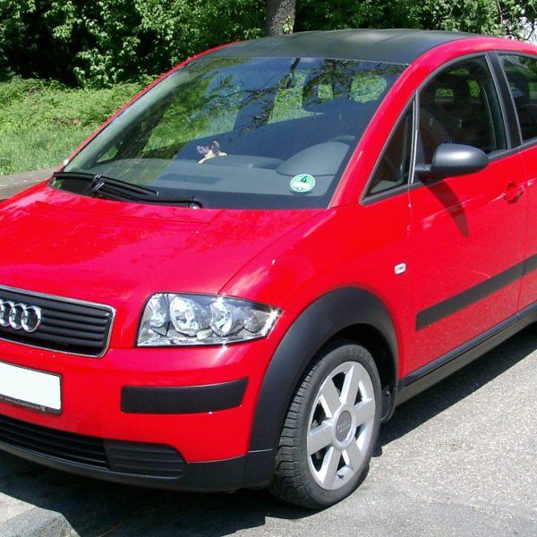 Frontansicht eines roten Audi A2