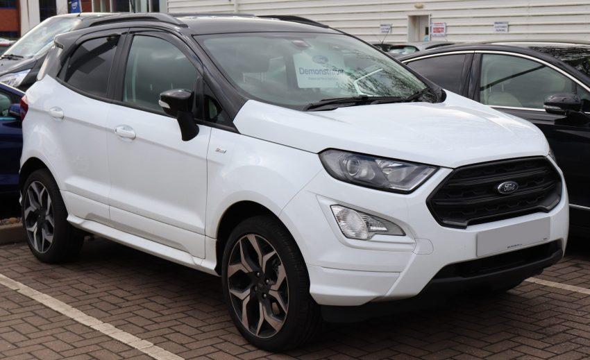 Frontansicht eines weißen Ford EcoSport ST-Line