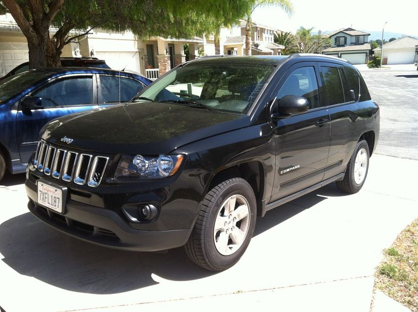 Jeep Compass 2017 CUV Front.jpg
