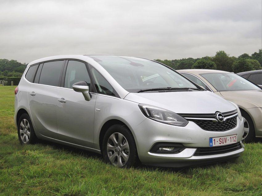 Opel Zafira C 2016 facelift at Schaffen Diest (2017).jpg