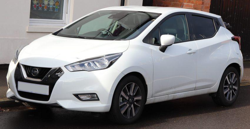 Frontansicht weißer Nissan Micra