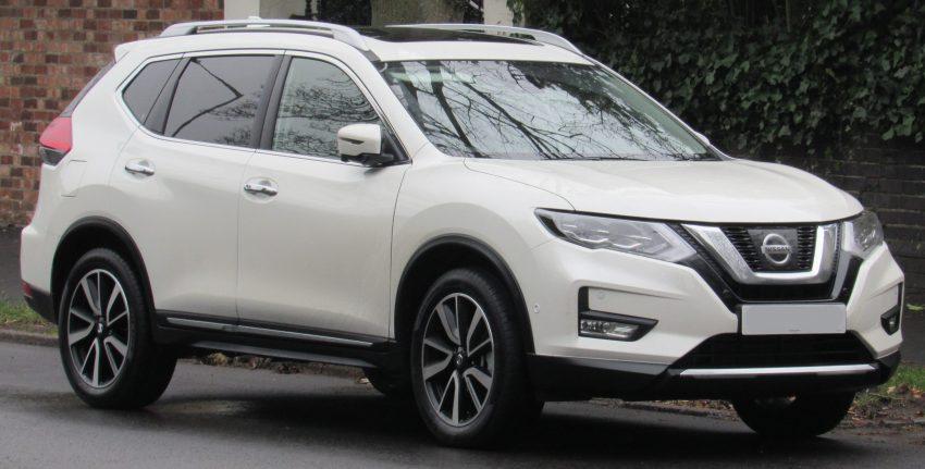 Frontansicht weißer Nissan X-Trail T32 Facelift