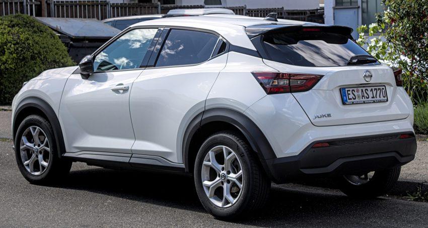 Heckansicht weißer Nissan Juke