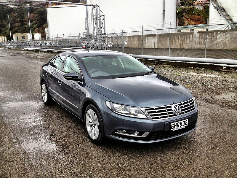 Volkswagen CC TDi 2012 (7708611482).jpg