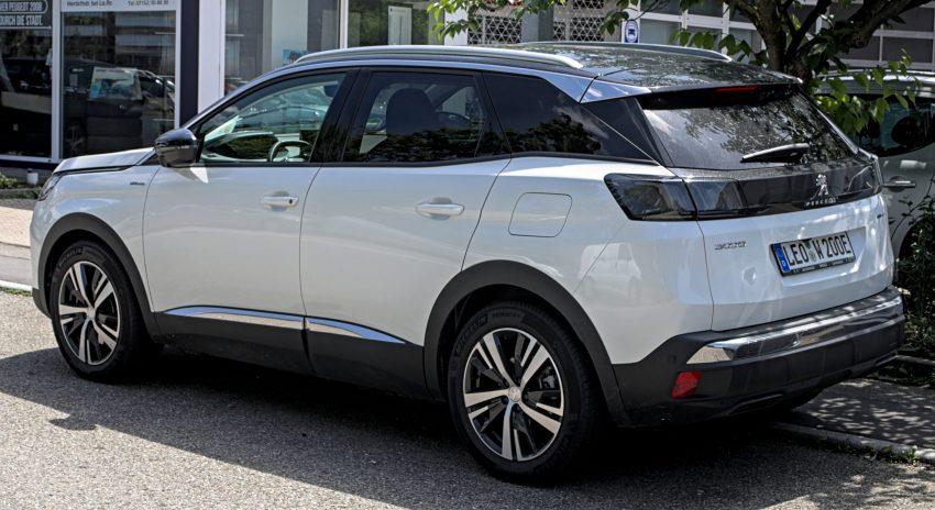 Heckansicht eines weißen Peugeot 3008 Facelift