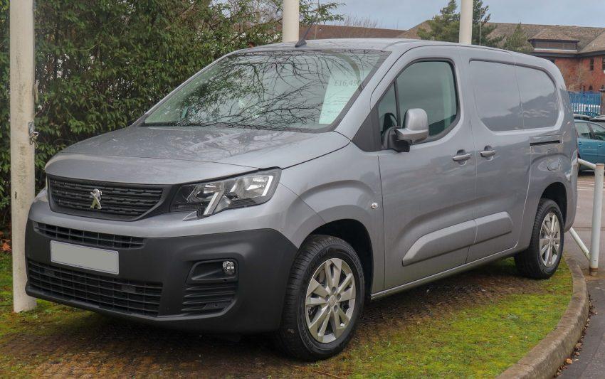 Frontansicht anthraziter Peugeot Partner