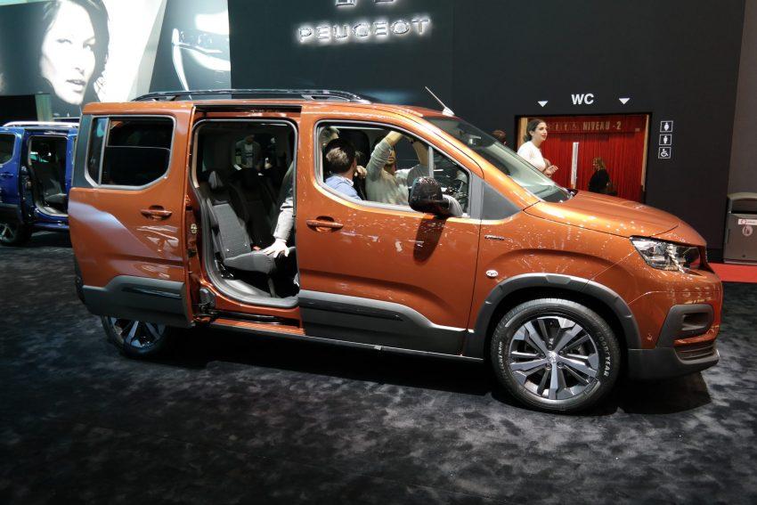 Seitenansicht bronzefarbener Peugeot Rifter